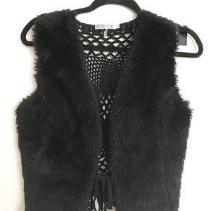 Monoreno black faux fur vest w crochet back